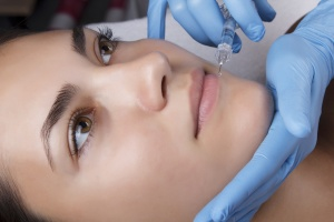 Hyaluronic Acid Serum Vs. Hyaluronic Acid Injections